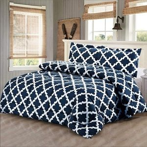🎀 Down Alternative Comforter + 2 shams New 🎀